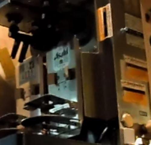 外国人「なんて便利な機械なんだろうw」→「日本のお店にあるこの全自動の機械がクールで素晴らしい件w」