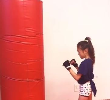韓国の反応:「さすが格闘家の遺伝子ですねw」→「日本のこの子供のキックボクシングがセンスありすぎて素晴らしい件w」